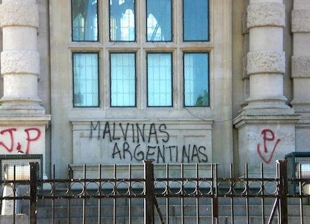 (18) 'Malvinas Argentinas' -- Torres de los Ingleses