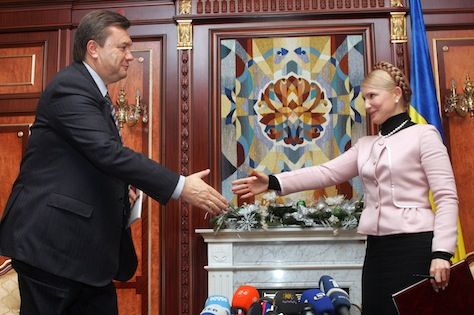 Ukraine's new PM Tymoshenko greets opposition leader and former PM Yanukovich before meeting in Kiev