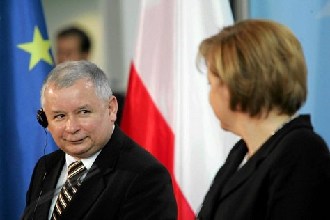 Polish politician Jarosław Kaczyński and German chancellor don't always see eye-to-eye on EU matters. (Bartosz Bobkowski / Agencja Gazeta)