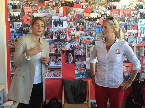 Mélanie Joly (Canada's new heritage minister) joins Catherine McKenna, Canada's new environment minister, on the campaign trail earlier this year. (Twitter)