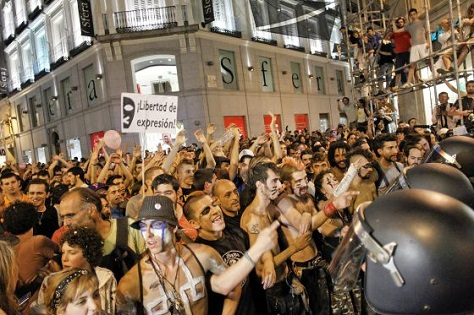 Widespread anti-austerity protests, spearheaded by the 'indignados' movements mobilized even before the previous elections in 2011. (El País / Carlos Rosillo)