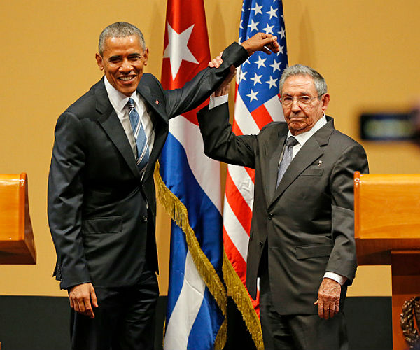 Cuban president Raúl Castro met US president Barack Obama Monday morning in Havana. (Al Diaz/Miami Herald)