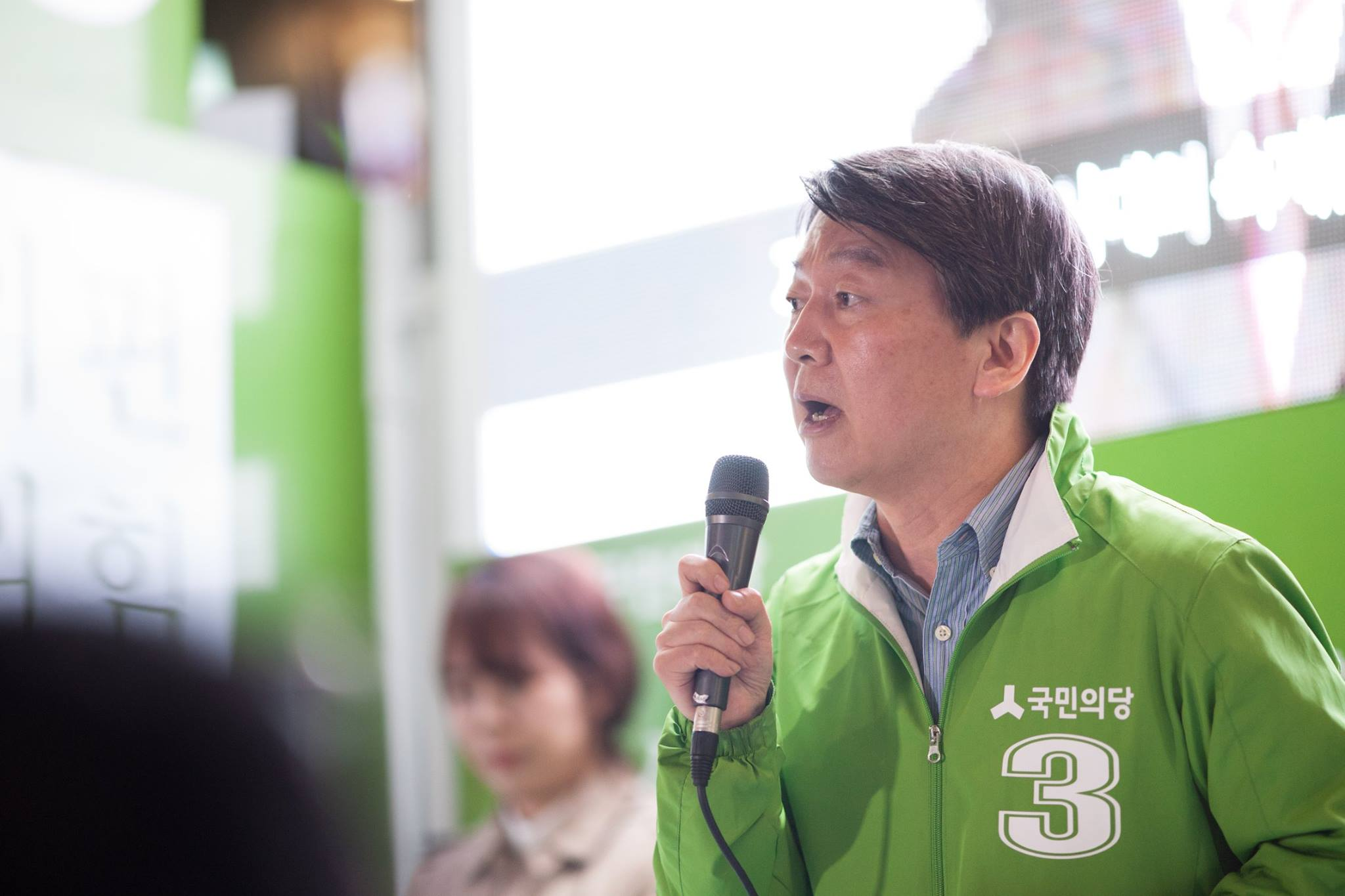 Political neophyte Ahn Cheol-soo could once again play spoiler in the 2017 presidential race. (Facebook)