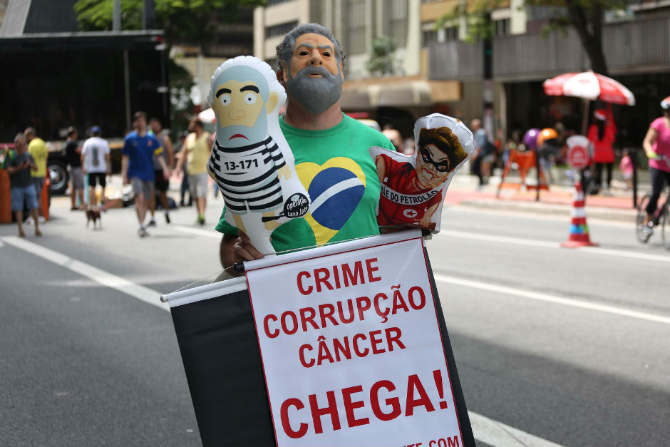 The fight over whether to impeach Brazil's president Dilma Rousseff has left the country deeply divided. (Renato S. Cerqueira/Futura Press/Folhapress)