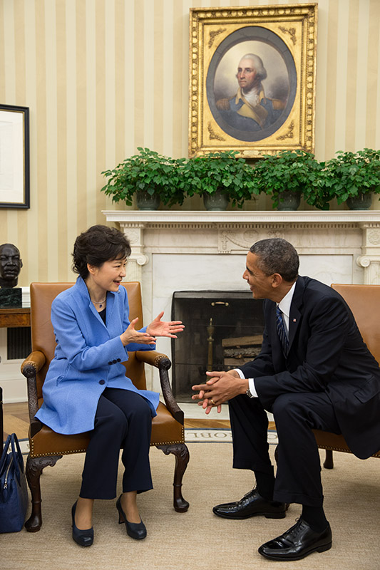 South Korean president Park Guen-hye met with US president Barack Obama in Washington soon after taking office in 2013. (White House)