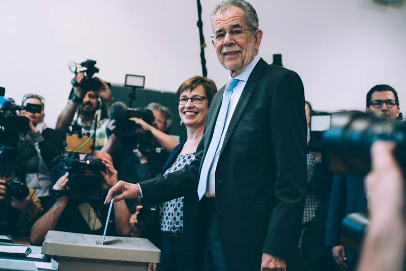 Alexander Van der Bellen narrowly defeated the far right in Austria's presidential election, but it might ultimately be a Phyrric victory. (Amélie Chapalain / Facebook)