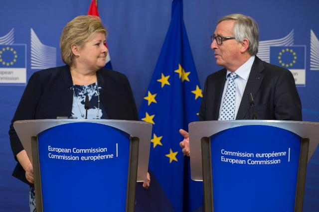 Norwegian prime minister Erna Solberg (left) meets European Commission president Jean-Claude Juncker (right). (EEA).