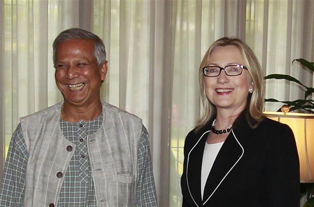 Hillary Clinton met with Nobel Peace Prize recipient Muhammed Yunus in Dhaka as US secretary of state. (AFP)
