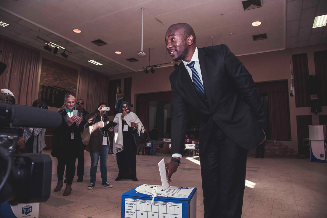 Mmusi Maimane, the new leder of the opposition Democratic Alliance, hopes the promising 2016 municipal elections are a harbinger of greater success in 2019. (Facebook)